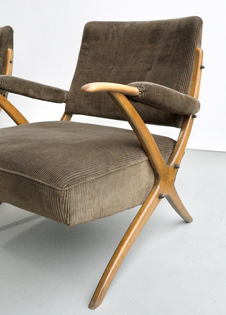 Exceptional Pair of Wooden Curved Cross-Frame Lounge Chairs, Italy, 1950s In Good Condition For Sale In The Hague, NL
