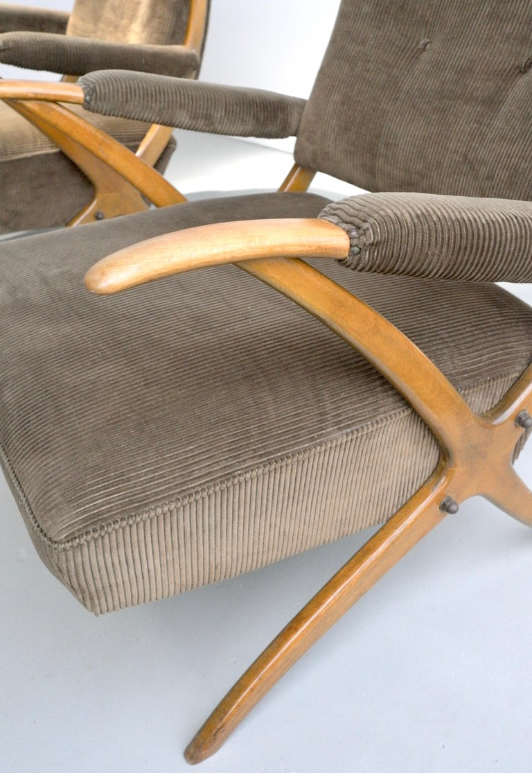 Mid-20th Century Exceptional Pair of Wooden Curved Cross-Frame Lounge Chairs, Italy, 1950s For Sale