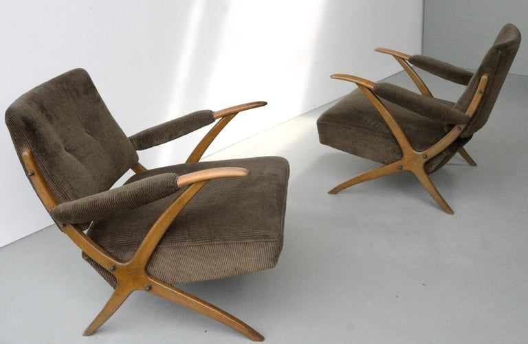 Exceptional Pair of Wooden Curved Cross-Frame Lounge Chairs, Italy, 1950s For Sale 1