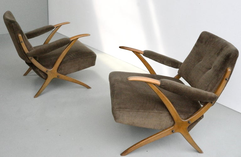 Exceptional Pair of Wooden Curved Cross-Frame Lounge Chairs, Italy, 1950s For Sale 2