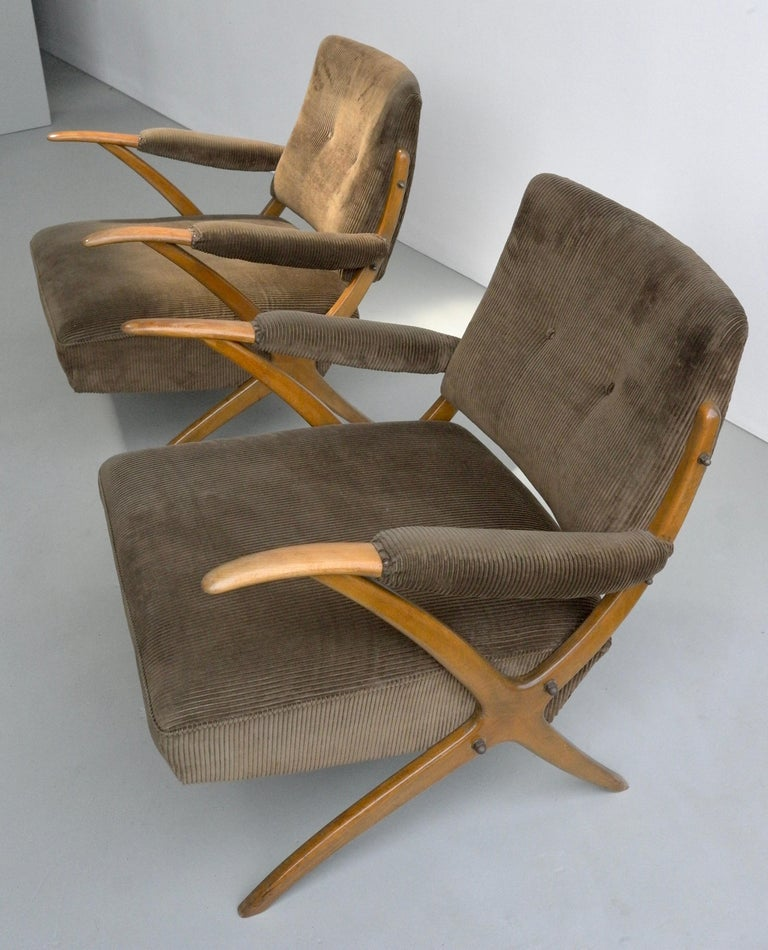 Exceptional Pair of Wooden Curved Cross-Frame Lounge Chairs, Italy, 1950s For Sale 3