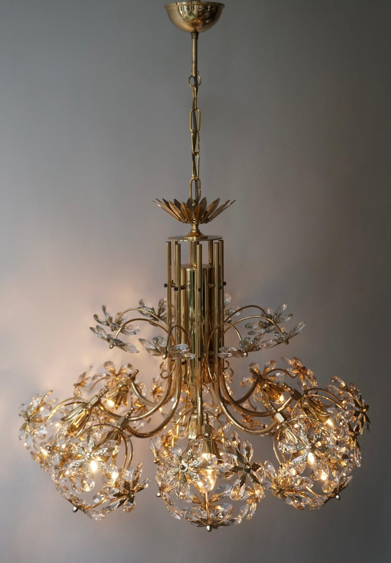 Exceptional Palwa Gilt Brass Crystal Glass Flower Ball Chandelier, circa 1970 For Sale 3