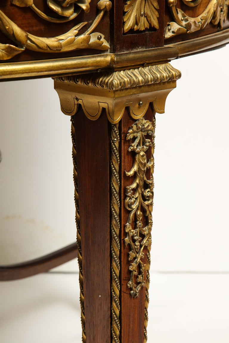 Exceptional Quality French Ormolu-Mounted Mahogany Center Table, Attrib F. Linke For Sale 4