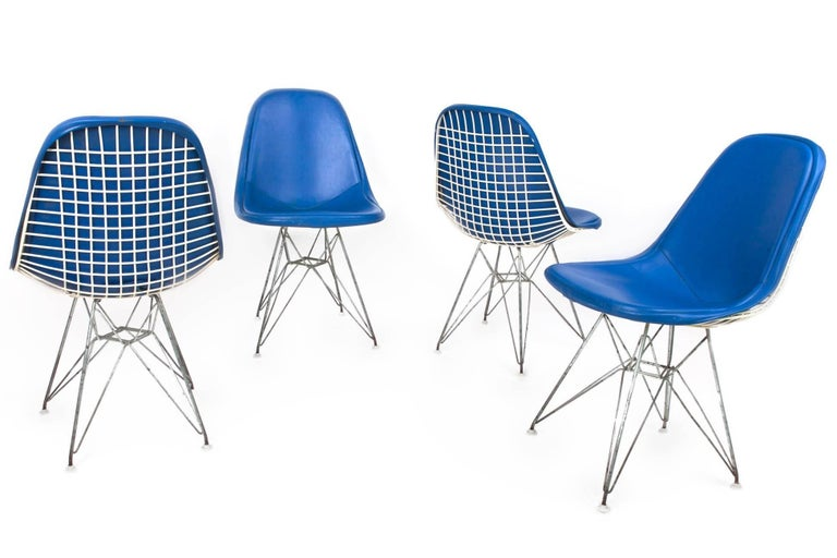 American Original Set of 4 Eames DKR-1 Dining Chairs in Blue Vinyl and White Steel, 1951 For Sale