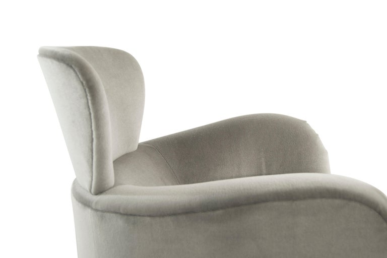 Exceptional Set of Wingback Swivel Chairs on Rosewood by Vladimir Kagan 6