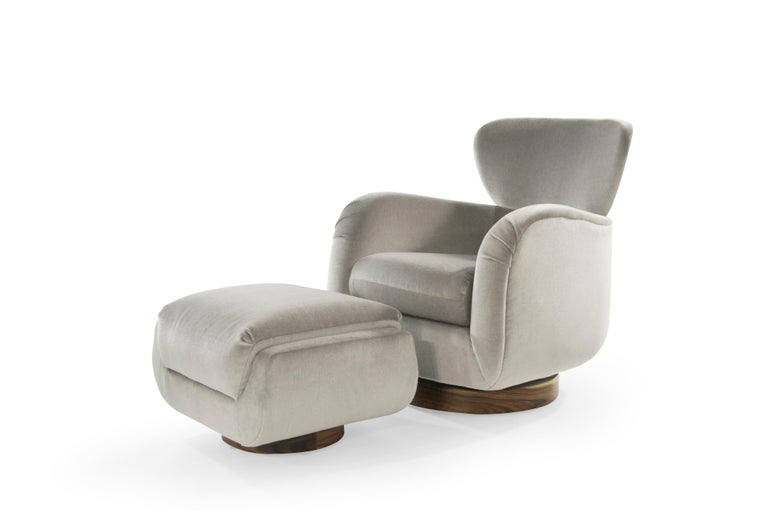 American Exceptional Set of Wingback Swivel Chairs on Rosewood by Vladimir Kagan
