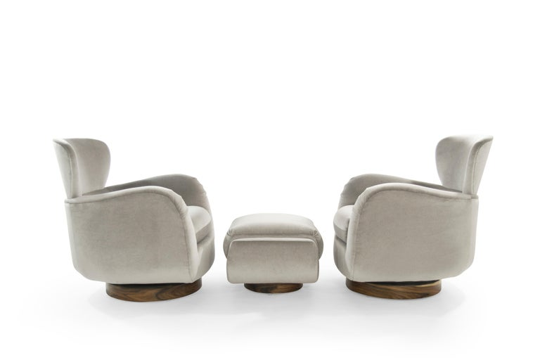 Exceptional Set of Wingback Swivel Chairs on Rosewood by Vladimir Kagan In Excellent Condition In Stamford, CT