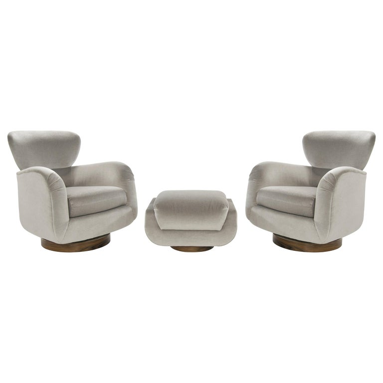 Exceptional Set of Wingback Swivel Chairs on Rosewood by Vladimir Kagan