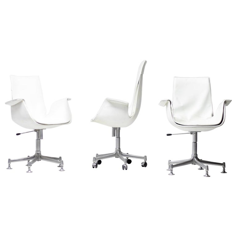 Exceptional Set Three FK 6727 Bird Chairs by Fabricius & Kastholm for Kill For Sale