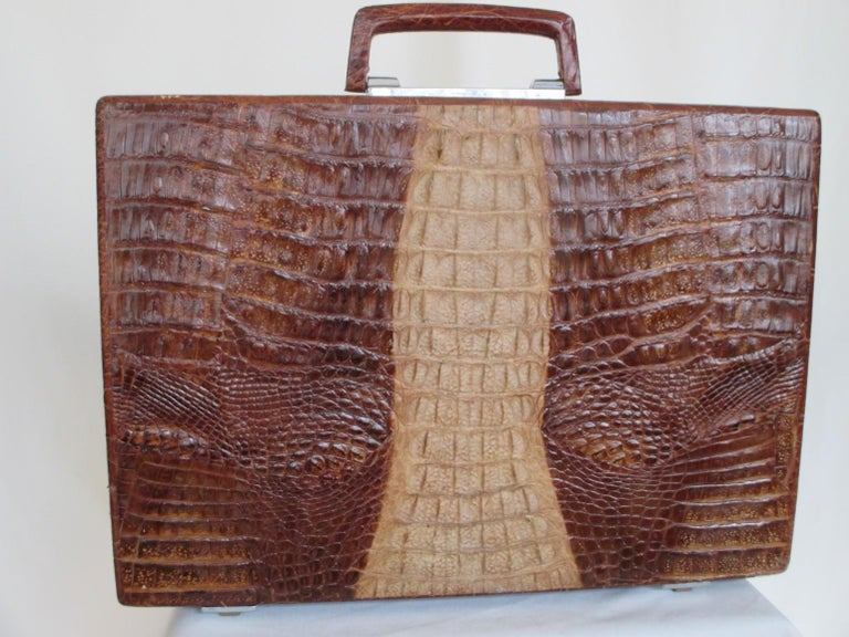 Exceptional Vintage Brown Crocodile Briefcase In Good Condition For Sale In Amsterdam, NL