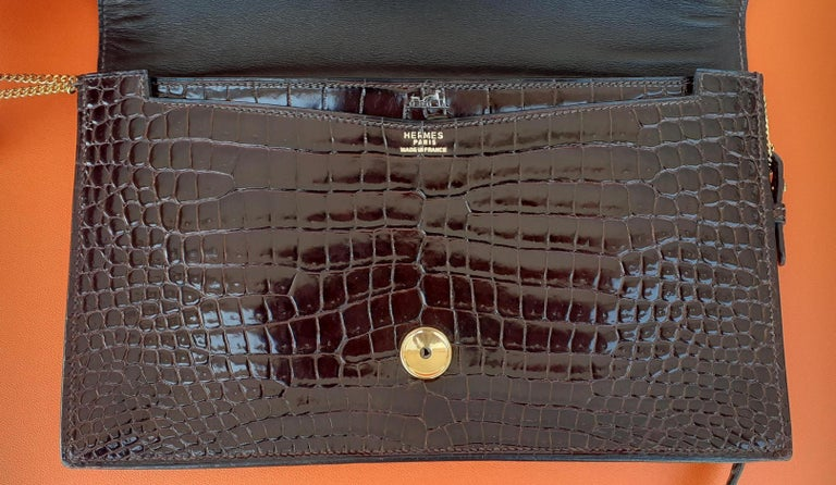 Women's Exceptionnal Hermès Lydie Bag Clutch Brown Crocodile and Matching Card Holder For Sale