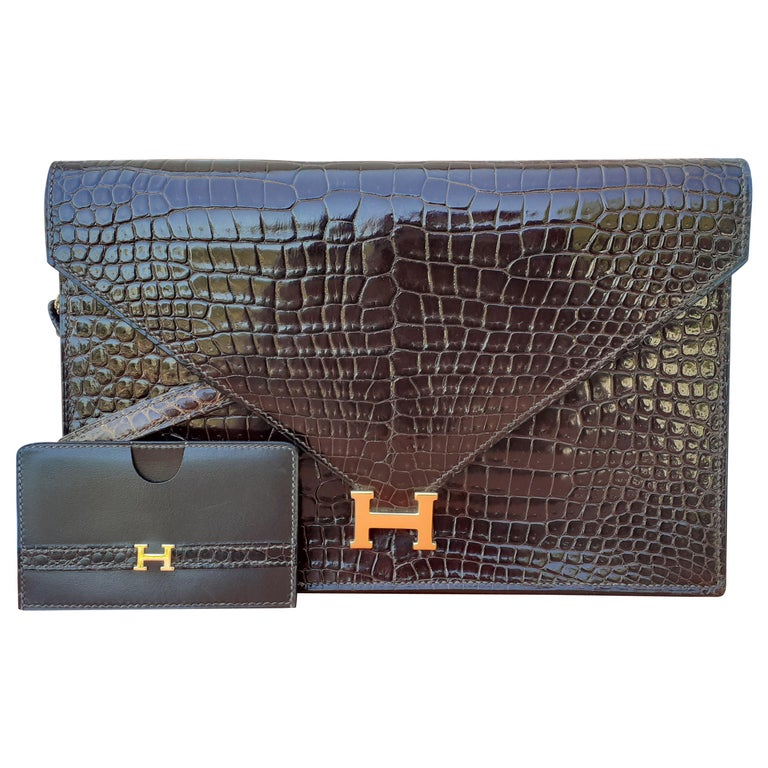 Exceptionnal Hermès Lydie Bag Clutch Brown Crocodile and Matching Card Holder For Sale