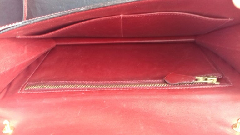 Exceptionnal Rare Vintage Hermès Padlock Purse Clutch Bag Burgundy Leather Ghw For Sale 5