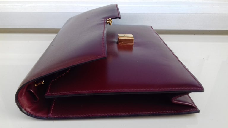 Exceptionnal Rare Vintage Hermès Padlock Purse Clutch Bag Burgundy Leather Ghw For Sale 10