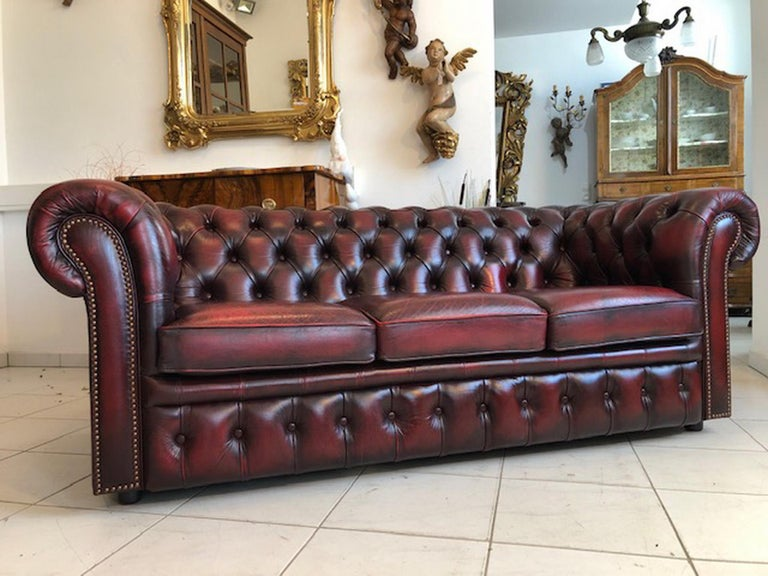 Exclusive Chesterfield Living Room Set in Antique Red Leather In Good Condition For Sale In Senden, NRW