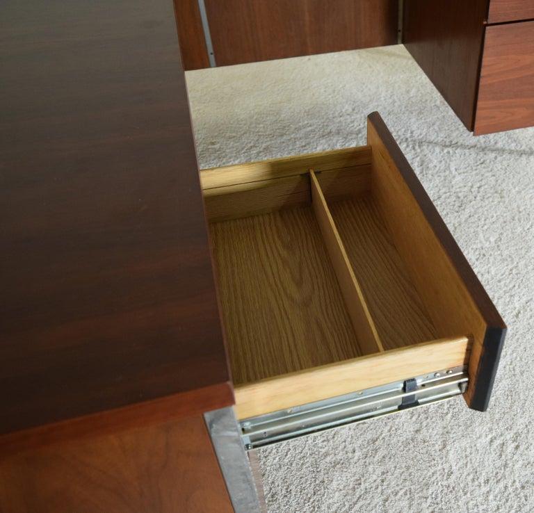 Executive Knoll Walnut Desk with Return For Sale 7