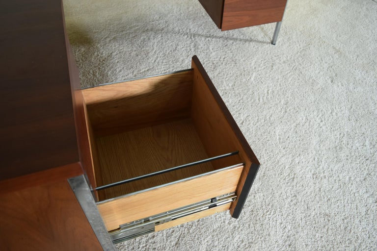 Executive Knoll Walnut Desk with Return For Sale 8