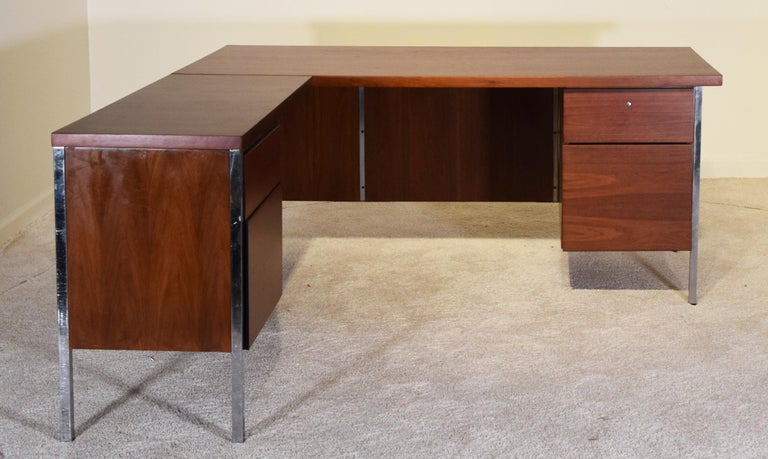 Mid-20th Century Executive Knoll Walnut Desk with Return For Sale