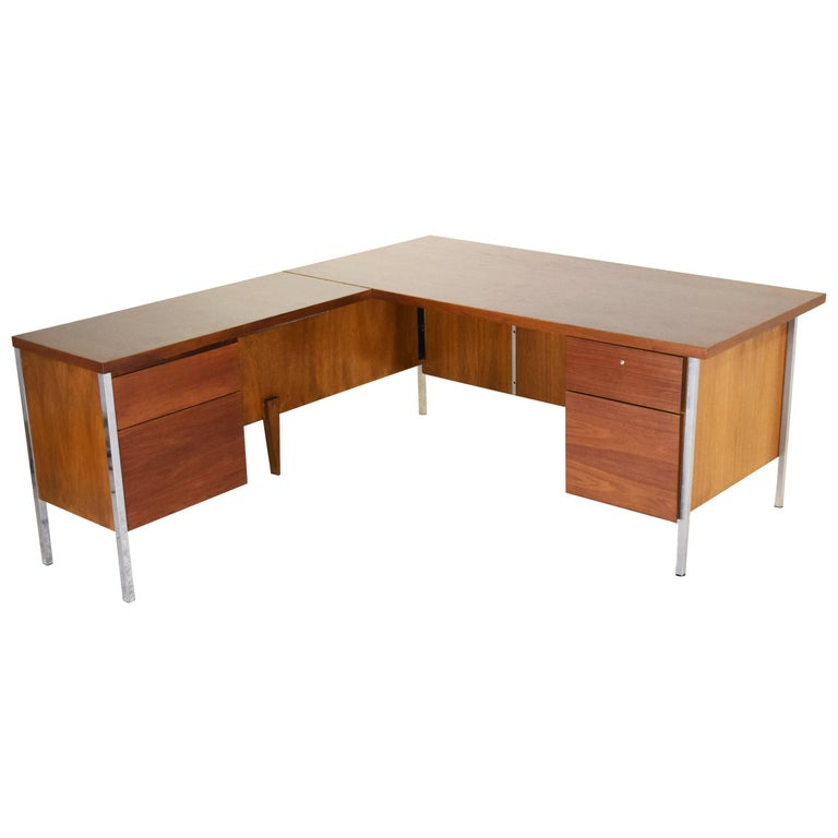 Executive Knoll Walnut Desk with Return For Sale