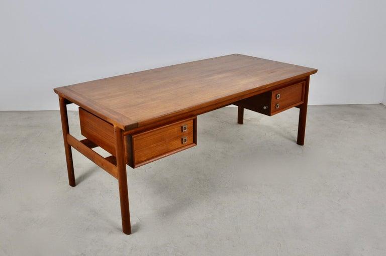 Scandinavian Modern Executive Teak Desk by Arne Vodder for Sibast, 1965 For Sale