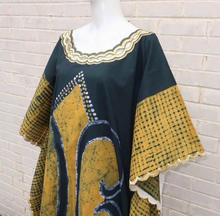 Blue and Yellow Vintage Batik Caftan Lounger In Good Condition For Sale In Atlanta, GA