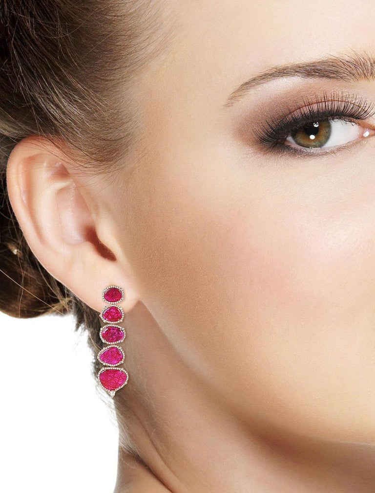 Contemporary Exquisite 18 Karat Gold 29.98 Carat Ruby Diamond Earrings For Sale
