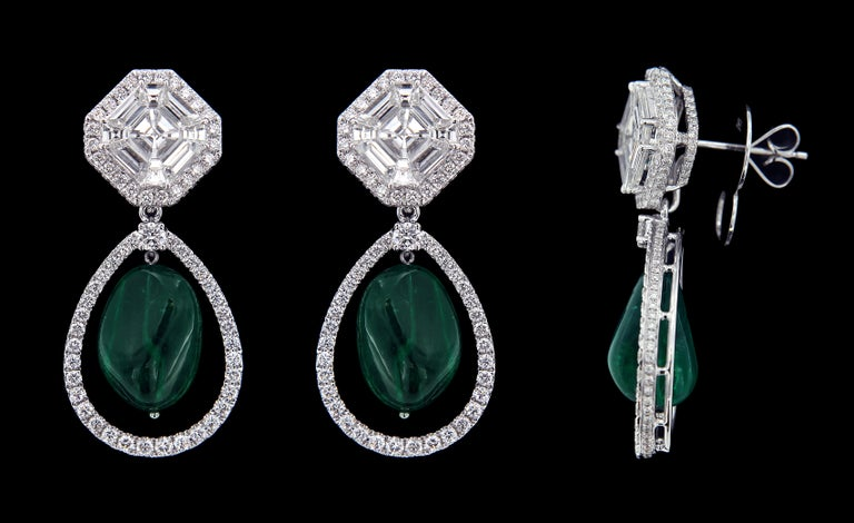 Exquisite 18 karat White Gold,  Diamond And Drop Emerald Earring .  Earrings: Diamonds of approximately 5.373carats, emerald approximately of 18.300carats mounted on 18 karat white gold earring. The earring weighs approximately around