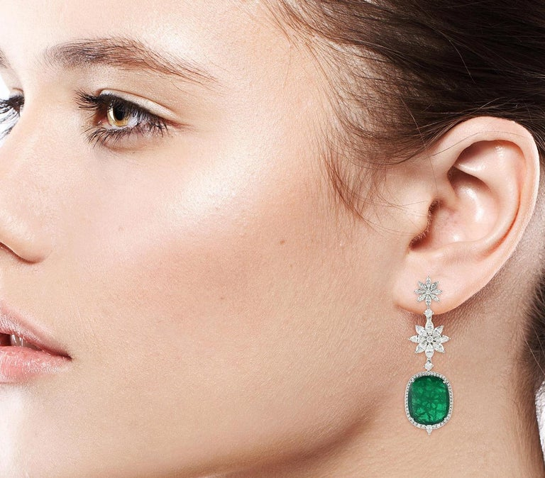 Contemporary Exquisite 20.74 Carat Emerald Diamond 18 Karat Gold Earrings For Sale
