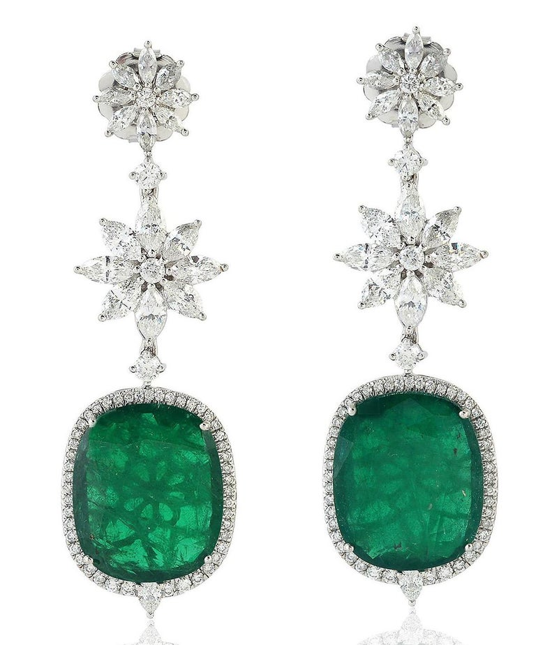 Exquisite 20.74 Carat Emerald Diamond 18 Karat Gold Earrings In New Condition For Sale In Hoffman Estate, IL