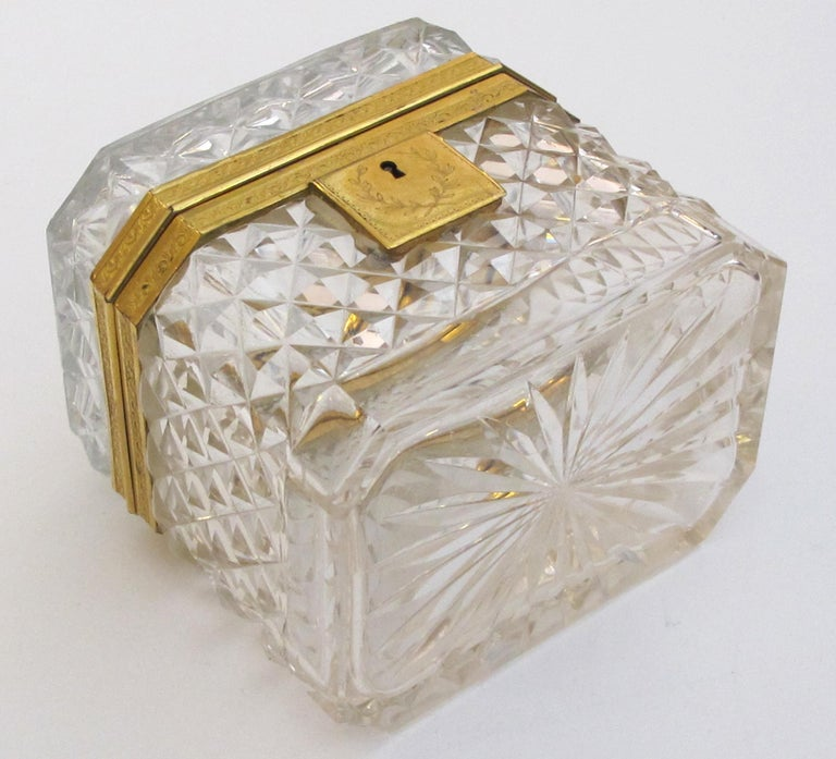 Exquisite Antique Baccarat Diamond-Cut Crystal Vanity Box In Good Condition For Sale In San Francisco, CA