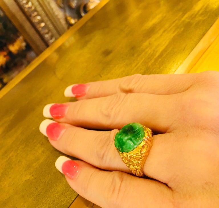 Exquisite Art Deco 12 Carat Jade Carved Flower Apple Green Jade 22 Karat Ring For Sale 9