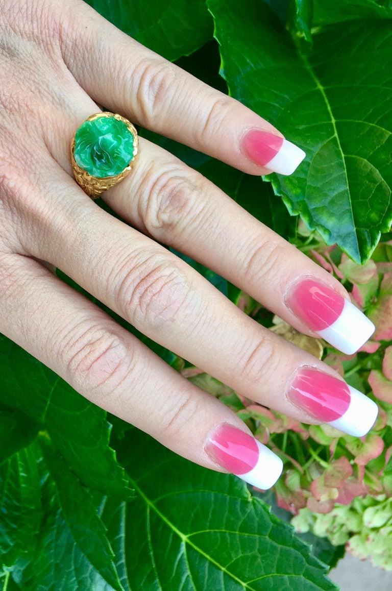 Exquisite Art Deco 12 Carat Jade Carved Flower Apple Green Jade 22 Karat Ring For Sale 10