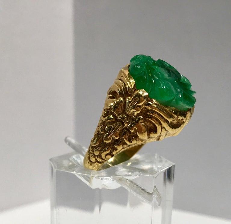 Round Cut Exquisite Art Deco 12 Carat Jade Carved Flower Apple Green Jade 22 Karat Ring For Sale