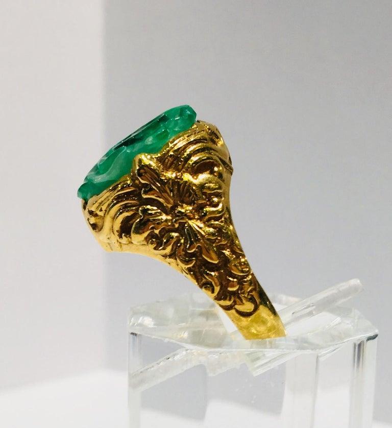 Exquisite Art Deco 12 Carat Jade Carved Flower Apple Green Jade 22 Karat Ring For Sale 1