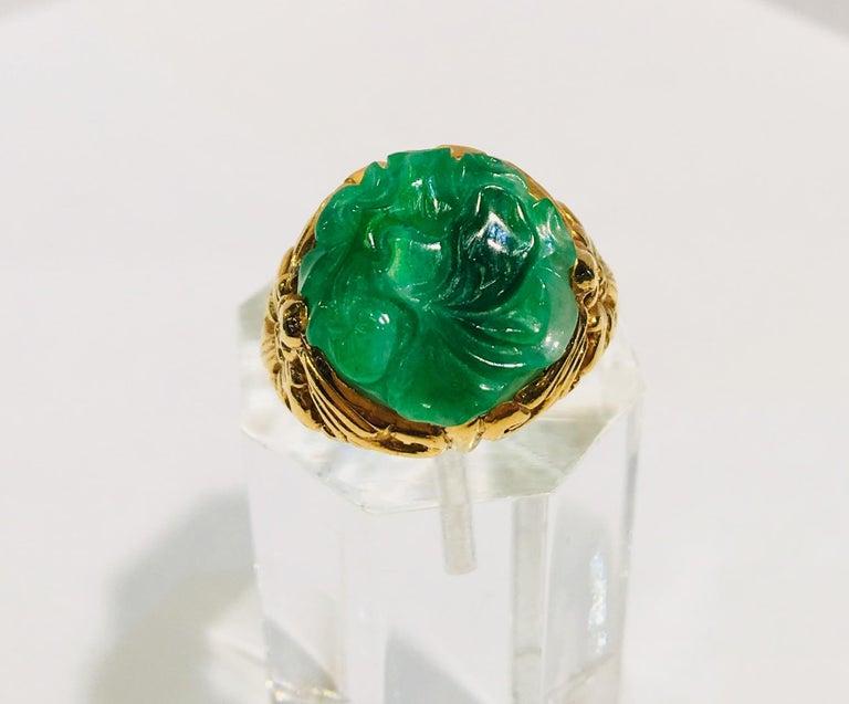 Exquisite Art Deco 12 Carat Jade Carved Flower Apple Green Jade 22 Karat Ring For Sale 2