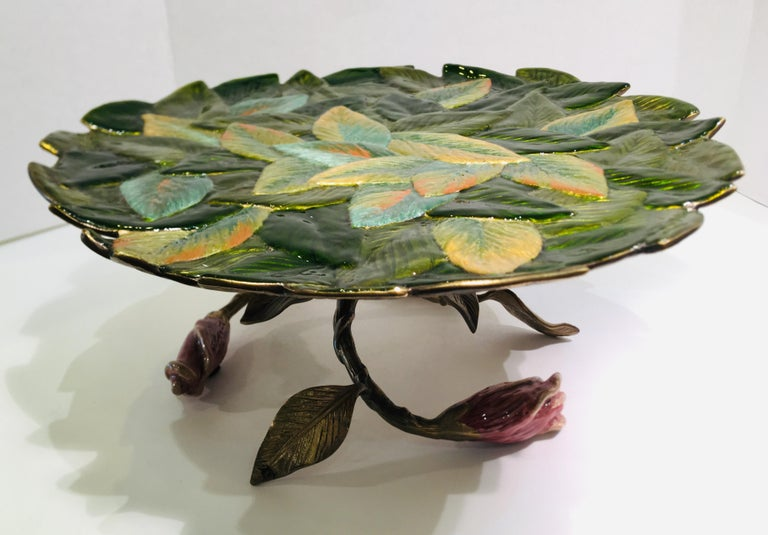 Exquisite Jay Strongwater 3 Roses and Leaves Enameled Metal Compote Cake Holder In Excellent Condition For Sale In Tustin, CA