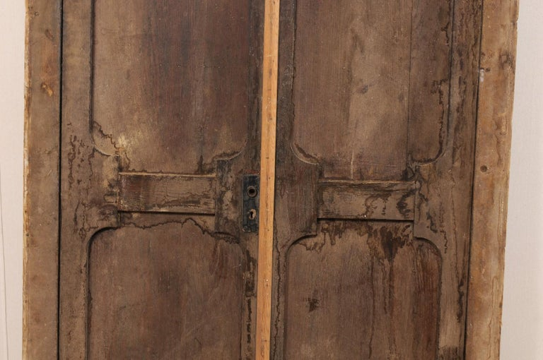 Exquisite Pair of Arched 19th Century Spanish Carved Wood Doors with Casing For Sale 5