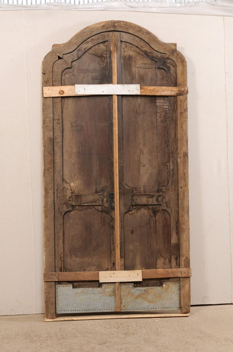 Exquisite Pair of Arched 19th Century Spanish Carved Wood Doors with Casing For Sale 3
