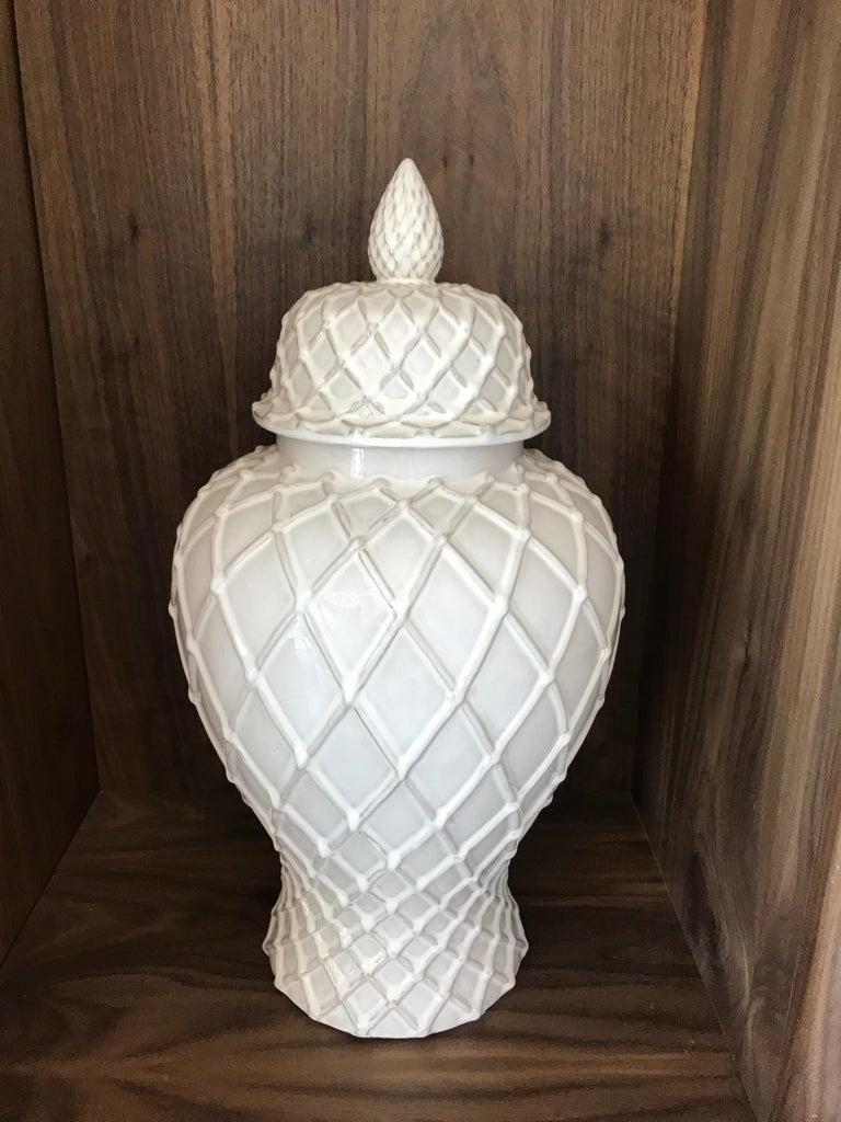 Hollywood Regency Exquisite White Ceramic Lidded Urn Vase with Lattice Design, Italy For Sale