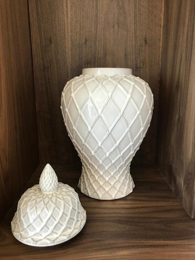 Exquisite White Ceramic Lidded Urn Vase with Lattice Design, Italy For Sale 1