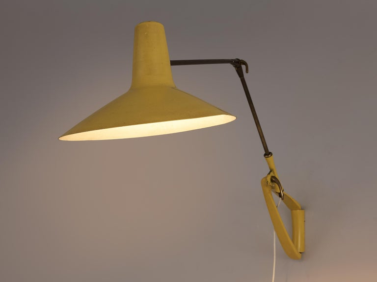 Mid-20th Century Extendable Italian Wall Lamp in Yellow Metal and Brass