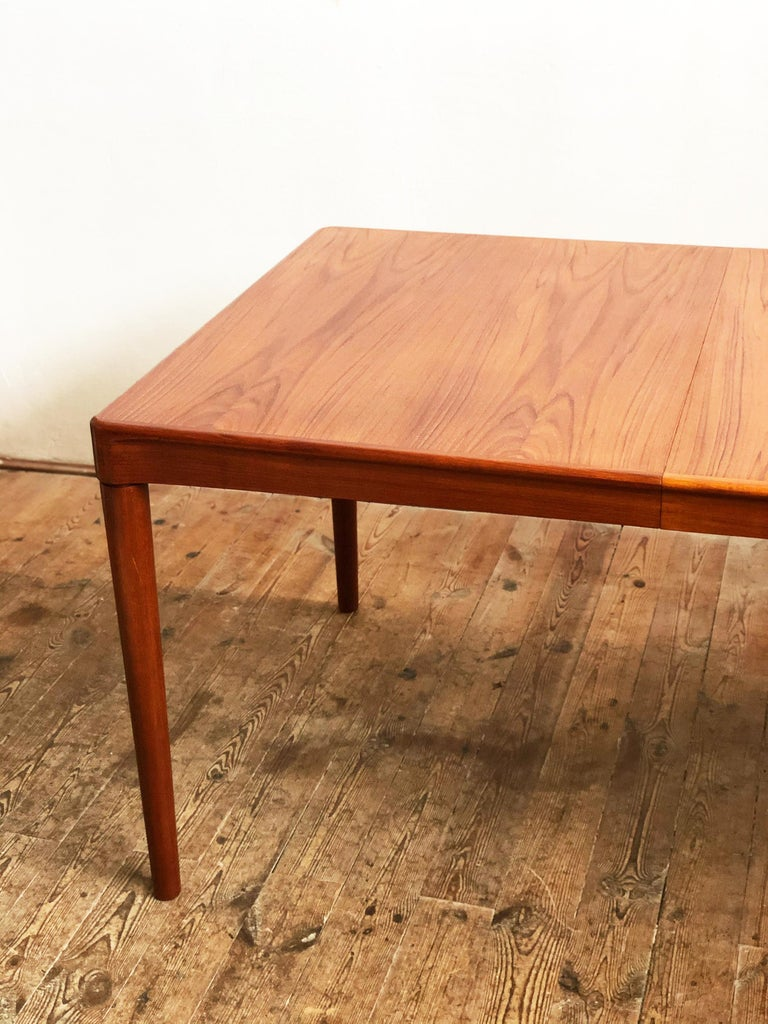 Mid-20th Century Extendable Midcentury Teak Dining Table by H.W. Klein for Bramin, Denmark For Sale