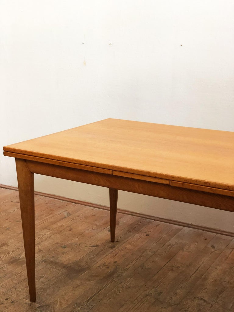 Extendable Oak Dining Table by Niels O. Møller for J.L. Møllers Møbelfabrik In Good Condition For Sale In Munich, Bavaria