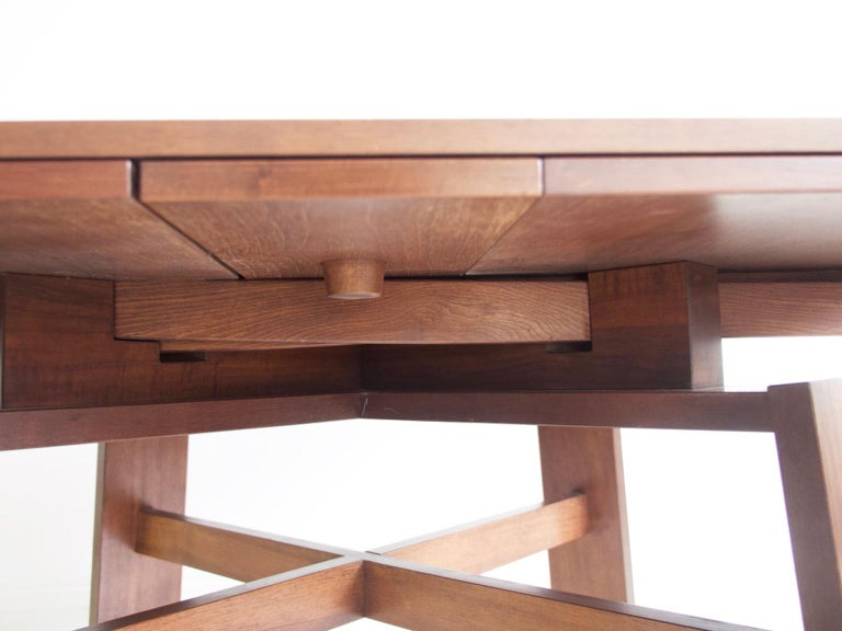 Extendable Walnut Table by Silvio Coppola for Bernini, Model 612 For Sale 6