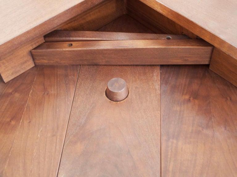 Extendable Walnut Table by Silvio Coppola for Bernini, Model 612 For Sale 9