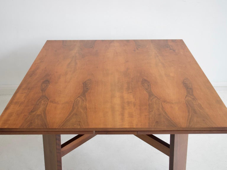 Mid-Century Modern Extendable Walnut Table by Silvio Coppola for Bernini, Model 612 For Sale