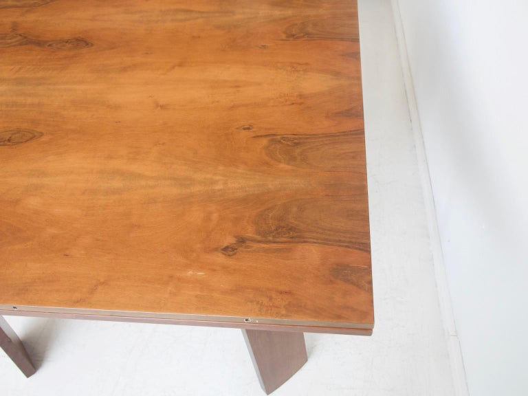 Extendable Walnut Table by Silvio Coppola for Bernini, Model 612 In Good Condition For Sale In Madrid, ES