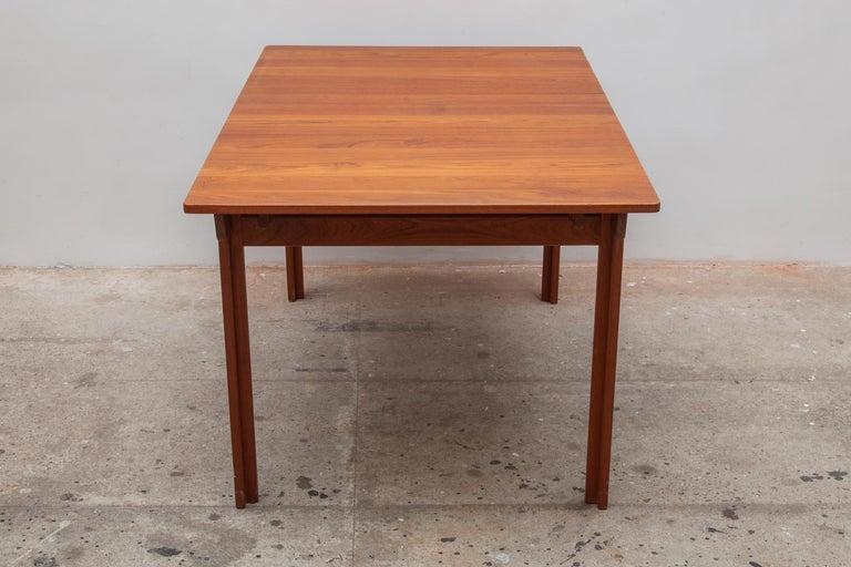 Scandinavian Modern Extending Teak Dining Table Made in Denmark, 1960s For Sale