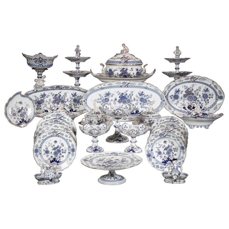 Extensive Assembled Meissen Blue and White Bird Model Dinner Service, circa 1890 For Sale