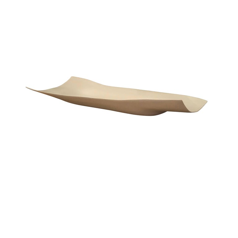 Contemporary Italian handmade elongated porcelain tray with a curled shape. Great centrepiece for dining table.